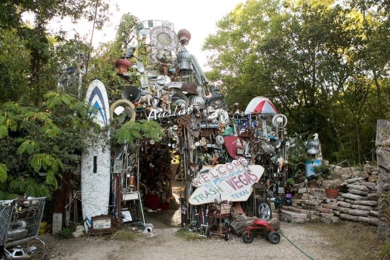 33.Austin-Garbage-Pile