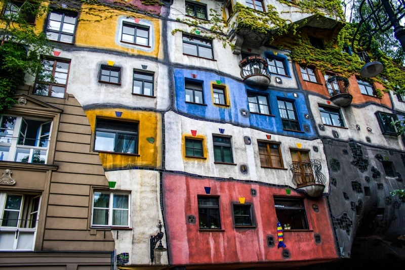 61-Vienna-Colorful-Building